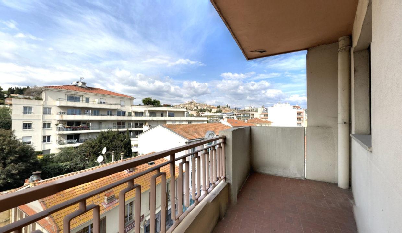 3-pieces-traversant-de-5877m2-terrasse-Ouest-Balcon-Est-03222021_154236