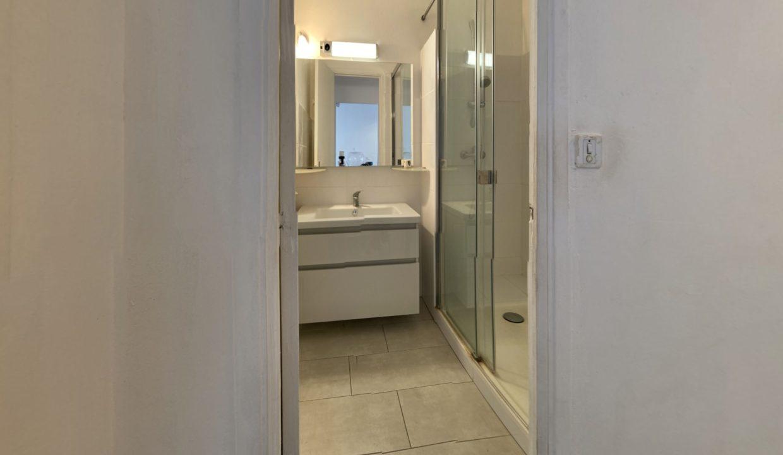 3-pieces-traversant-de-5877m2-terrasse-Ouest-Balcon-Est-Bathroom(1)