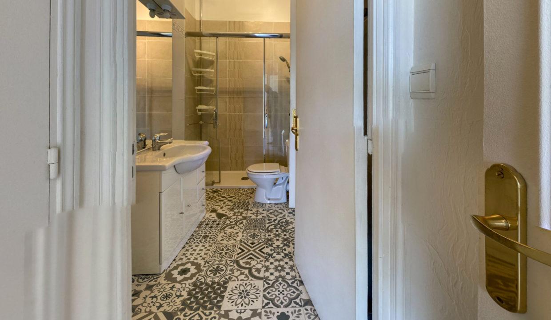 Boulevard-Kennedy-Bathroom