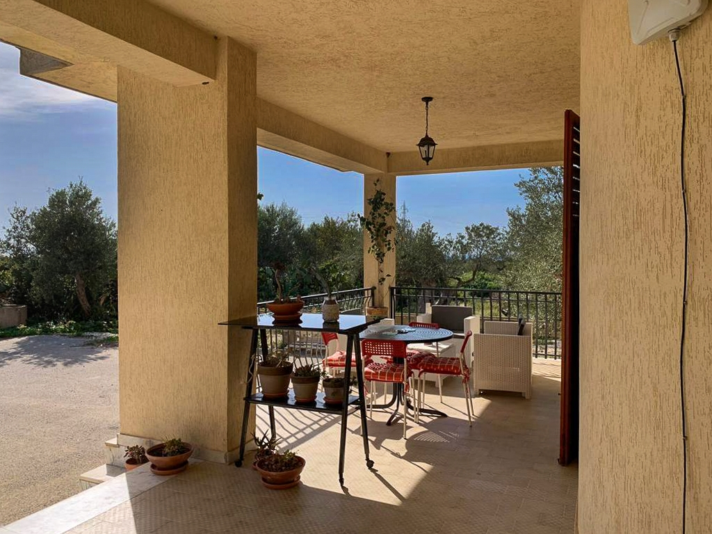 Vente – Sicile – Propriété de 256 m² sur 5.000 m² de Terrain + Piscine